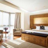 Проживание депутатов в отеле обойдется казахстанцам в 27,8 млн