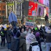 Флаги Казахстана увидели на митинге в поддержку Навального в Нью-Йорке