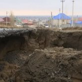 Талые воды смыли часть новой дороги в Актобе за 260 млн тенге