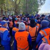 """Забастовка в Нур-Султане: рабочие компании """"Астана Тазалык""""требуют повысить зарплаты"""