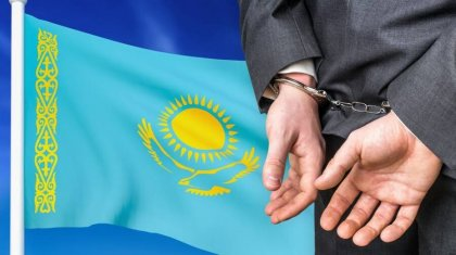За взятку от предпринимателя задержали замакима в Восточном Казахстане